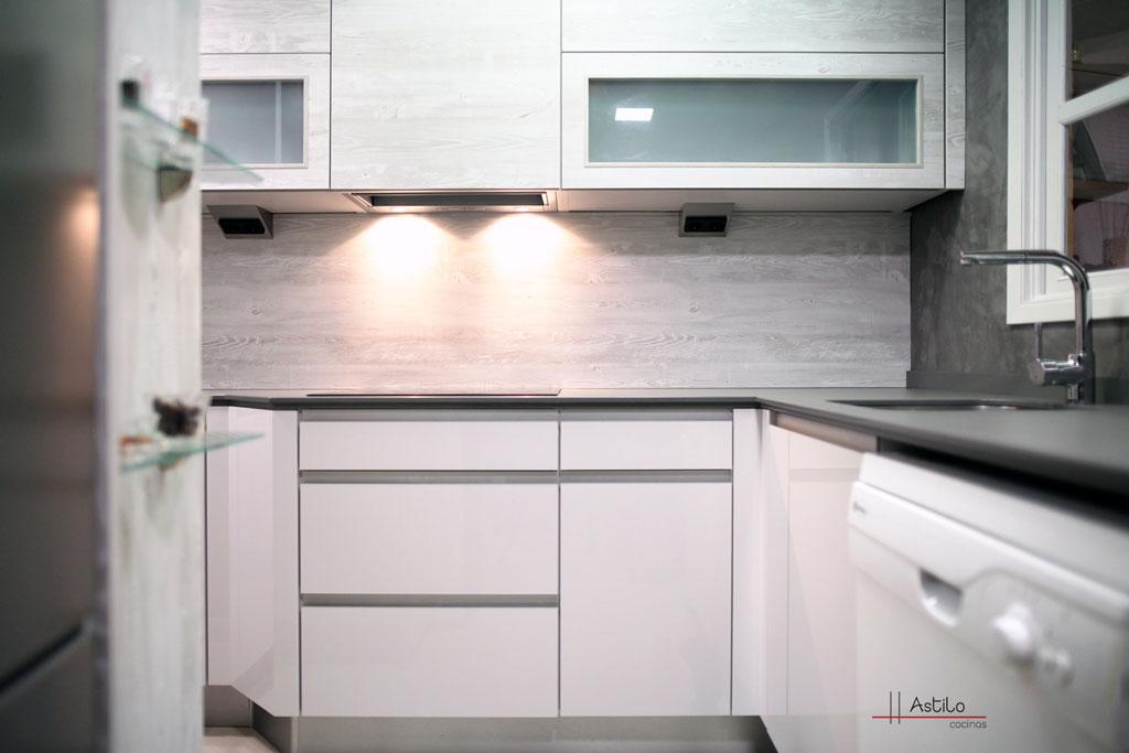 Cocina pino nautic cocinas zaragoza astilo cocinas for Amueblamiento de cocinas