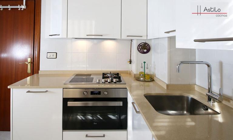 Amueblamiento cocina con encimera en Silestone