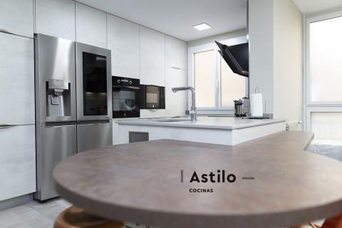 Reforma completa de cocina por Astilo